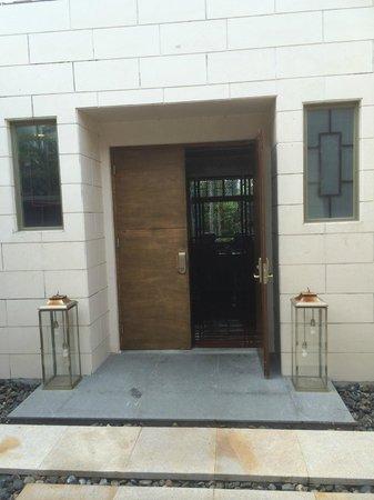 Renaissance Sanya Resort & Spa: Entrance of the villa