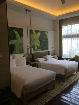 Renaissance Sanya Resort & Spa: One of the 2 bedrooms