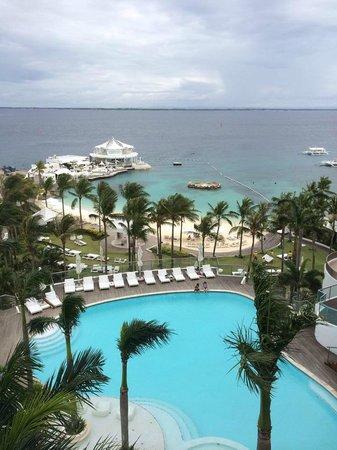 Mövenpick Hotel Mactan Island Cebu : View from the ocean view suite