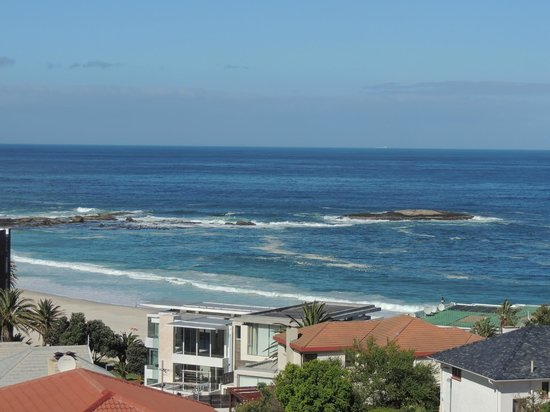 The Bay Atlantic Guest House: camps bay beach