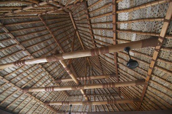 Navutu Stars Fiji Hotel & Resort: Traditional roof weaving... incredible!