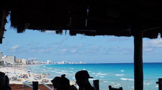 GR Caribe by Solaris: A vista à partir do restaurante junto a praia.