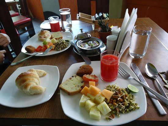 Floatel Hotel: breakfast