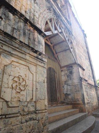 St Isidore de Labrador Church : The door of the church