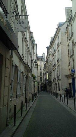 Relais Hotel du Vieux Paris: Just outside the hotel