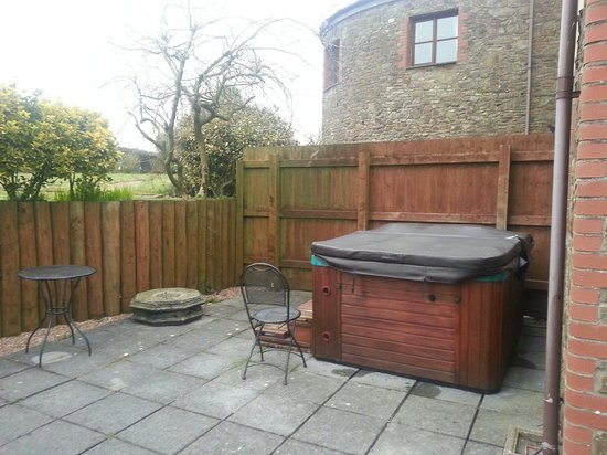 Barton Court: Owls hollow private hot tub