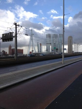 Erasmus Bridge: Anfarht aus Zentrum