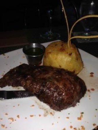 Yerba Buena Restaurant: Skirt Steak & Mofungo