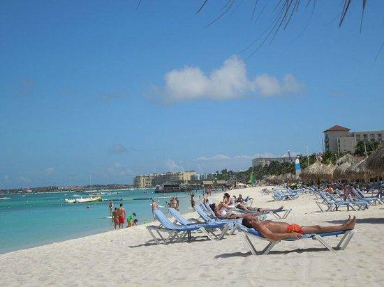 Hilton Aruba Caribbean Resort & Casino: View up the beach