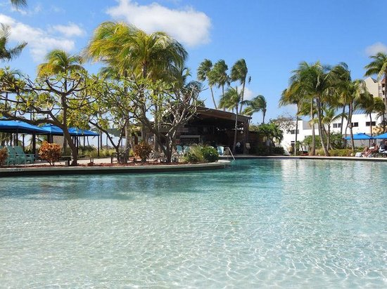 Hilton Aruba Caribbean Resort & Casino: One of the pools next to happy hour bar and casual dining