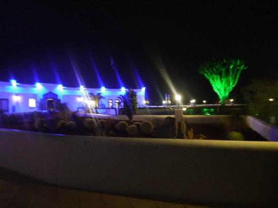 HL Hotel Rio Playa Blanca: l'hôtel le soir