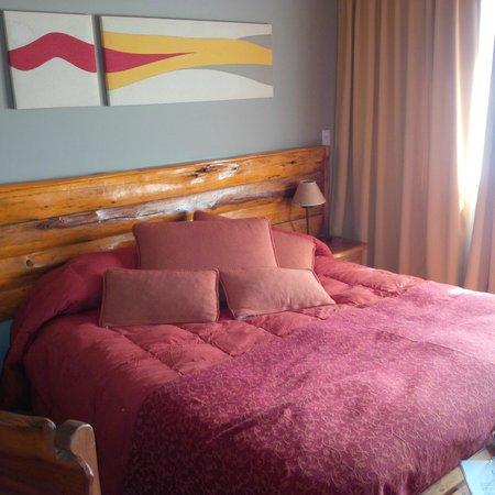 Lagos del Sur Apart & Suites: Cama con acolchado de plumas hermoso