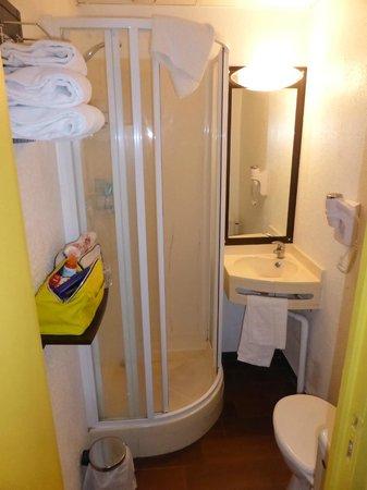 Hôtel balladins Annecy/Cran-Gevrier : Il bagno supercompatto