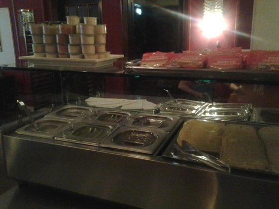 Grand Hotel Central: vegetables, salami,...