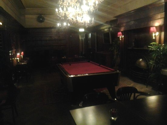 Grand Hotel Central: pool table