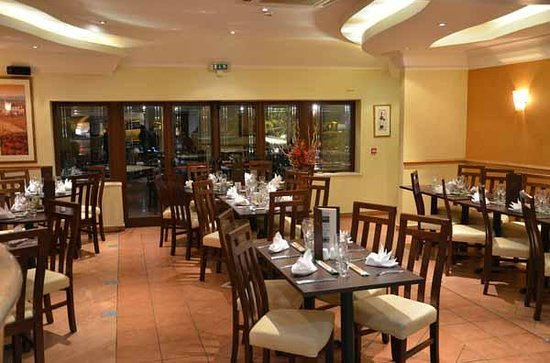 Al Fresco: Dinning area Front Center