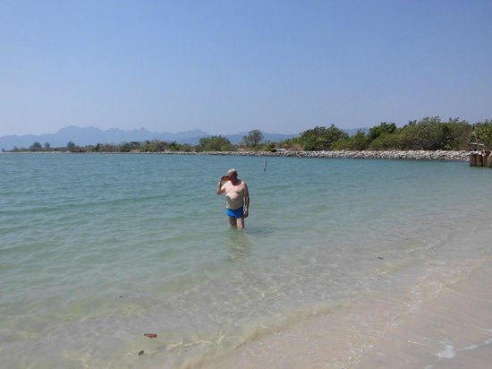 Senari Bay Resort : Disfrutando  un buen baño en mi playa particular