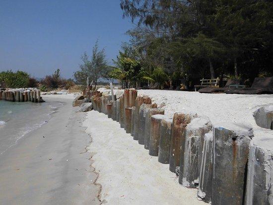 Senari Bay Resort: La playa podria ser mas atractiva,pero no más limpia
