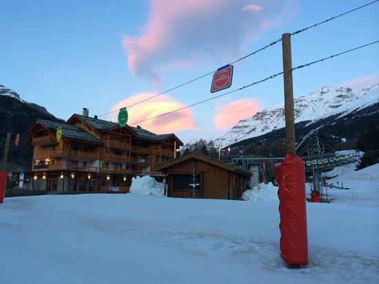 CGH Residence Les Chalets de Flambeau: Chalets de Flambeau, chairlift, ski school