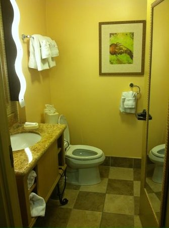 Hampton Inn Key Largo : clean modern bathroom