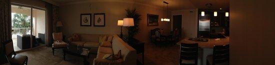 Key West Marriott Beachside Hotel: Panoramic shot of suite.