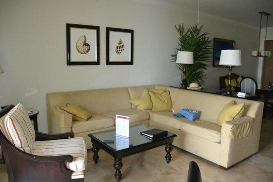 Key West Marriott Beachside Hotel: Seating area in presidential suite.