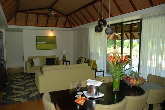 Four Seasons Resort Mauritius at Anahita : гостиная в номере