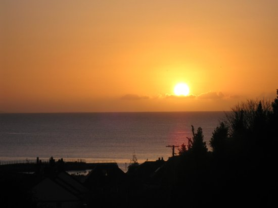 Trennicks B&B: View from the Seaview room at dawn