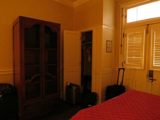 Hotel Provincial : Closet & amoire