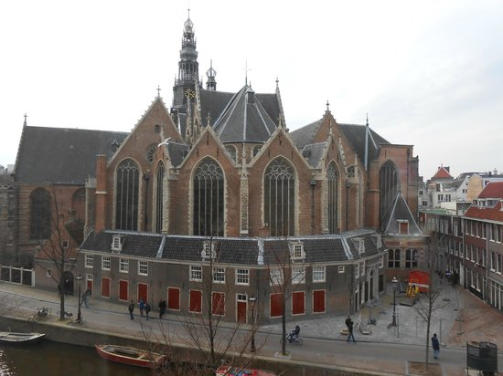 Anco Hotel: View from room: Canal and Oude Church