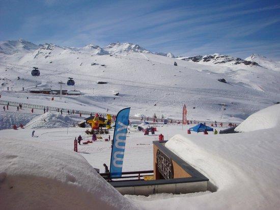 Hotel Club mmv Val Thorens - Les Neiges: Vue de la fenêtre de la chambre sur le front de neige