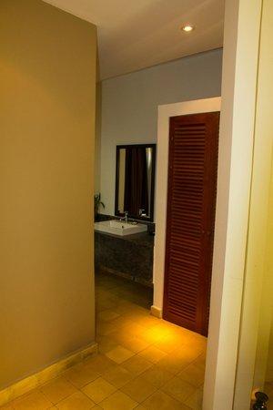 Battambang Resort : Weg zum Badezimmer