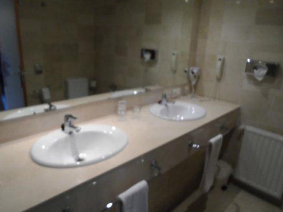 Melia Benidorm: Double sink in superior room