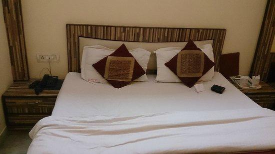 Hotel Gold Regency: cot