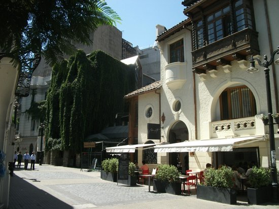 Barrio Lastarria : One of the more interesting buildings