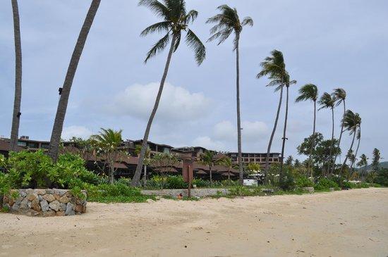 Pullman Phuket Panwa Beach Resort: Вид со стороны моря на территорию отеля