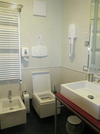 MY Kosher Hotel Canazei: Hotel bathroom