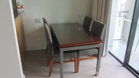 The Sebel Auckland Viaduct Harbour: Dining Room Table