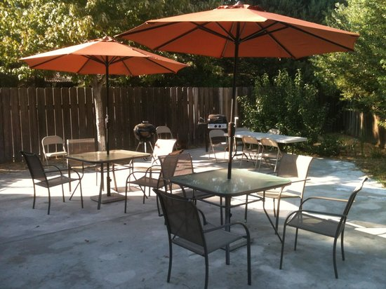 Baymont Inn & Suites Anderson : Back patio