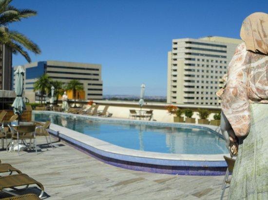 San Marco Hotel : La piscina de día, muy bonita y rodeada de estatuas