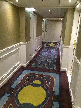 Paris Marriott Champs Elysees Hotel: 2nd floor corridor
