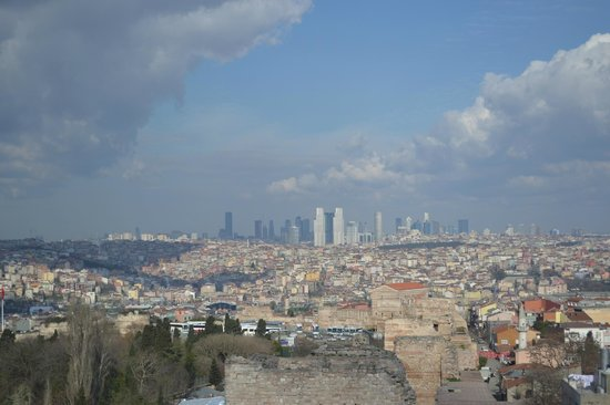 Museum Chora-Kirche: vue des remparts 300m en remontant de Kariye Camii Sokak