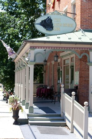Iron Horse Inn: Our wrap-around porch - Great for outside dining.