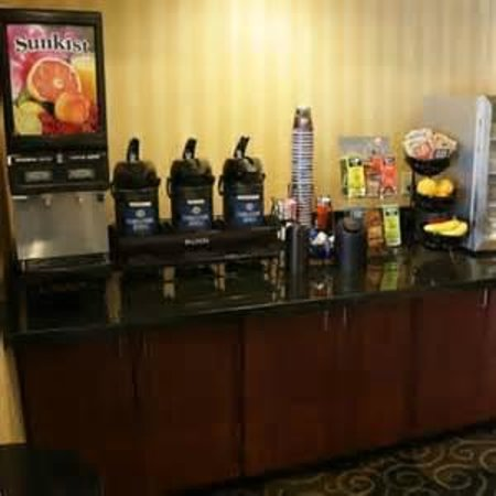 GuestHouse Inn Pigeon Forge: coffee bar
