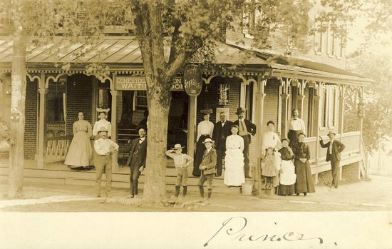 Iron Horse Inn: Serving travelers for over a century!