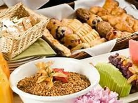 GuestHouse Inn Pigeon Forge: lighter fare for breakfst