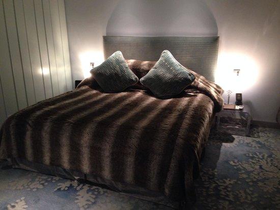 The Luxe Manor : Nordic suite bedroom