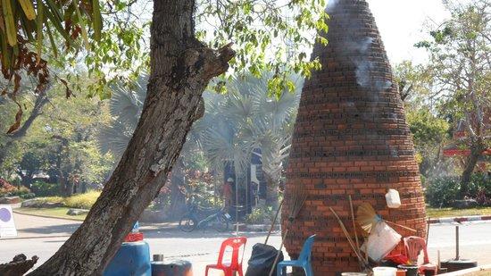 Wat Chalong : fire crackers!
