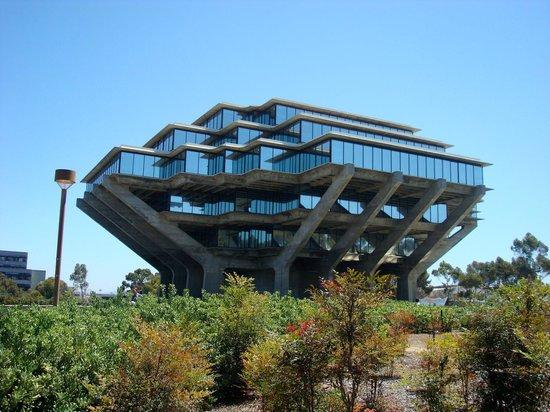 University of California San Diego: Biblioteca