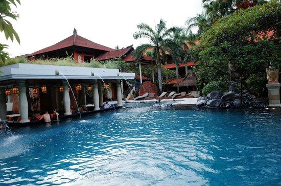 Puri Santrian: Swimming pool